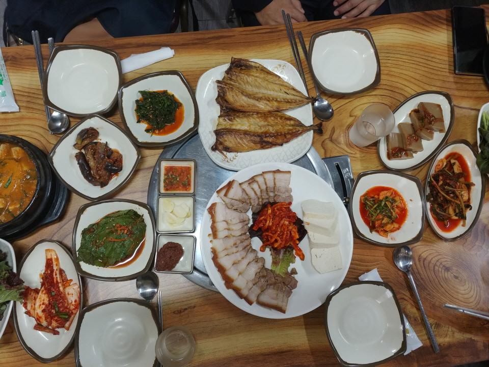 점심 식사 고등어 보쌈 청국장 맛있는 반찬까지 1만원!